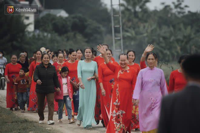 Bà hàng xóm đi nhiều chuyện với láng giềng của Đỗ Thị Hà: Ối giời ơi làng có cô Hoa hậu mà mát lòng, đời người không có lần 2 đâu! - ảnh 6