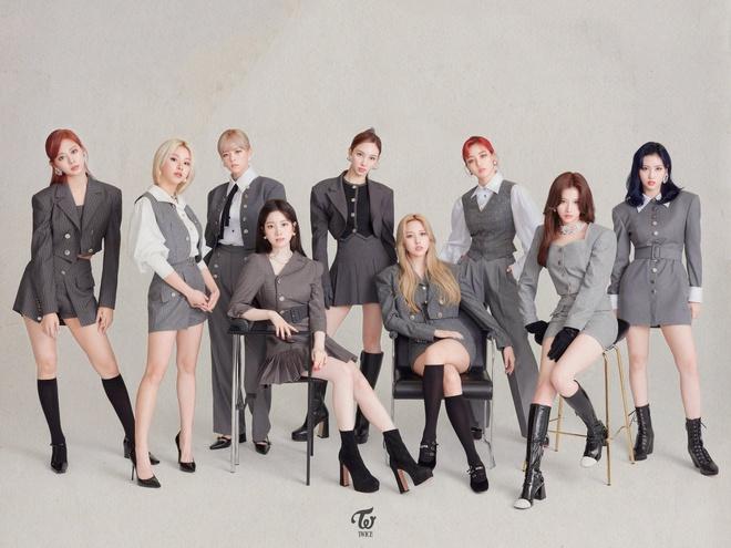Bị BLACKPINK vượt mặt trong năm 2020 nhưng TWICE vẫn là nhóm nữ đầu tiên tẩu tán 10 triệu album, lập kỷ lục khủng ở mảng bán đĩa - ảnh 1