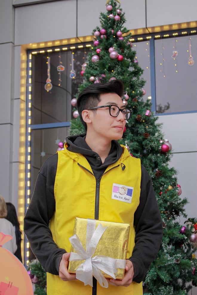 Noel tại các trường Đại học: Nơi có máy phun tuyết nhân tạo, nơi lung linh, rực rỡ như lễ hội ánh sáng - Ảnh 3.