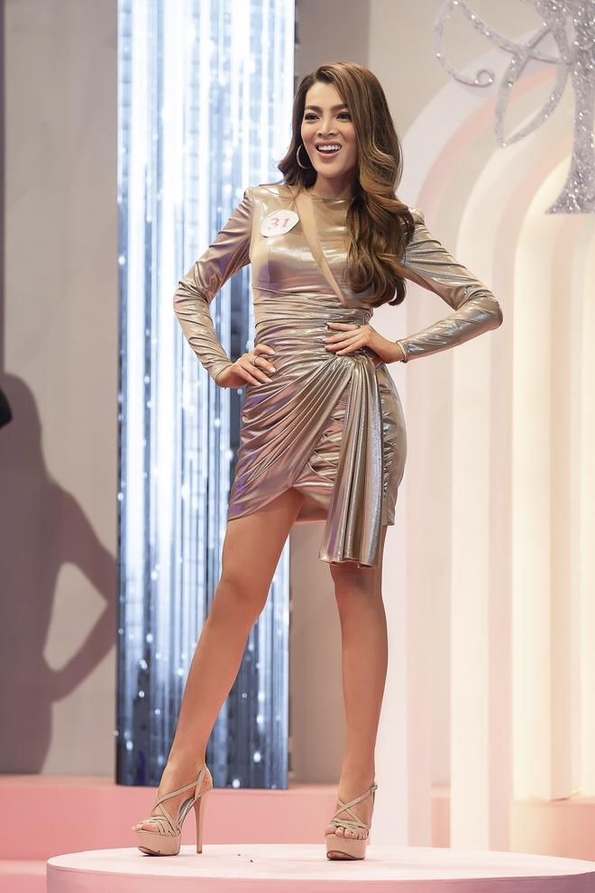 Xuất hiện nhan sắc chuyển giới được coi là bản sao Miss Universe 2017 tại Đại Sứ Hoàn Mỹ - Ảnh 1.