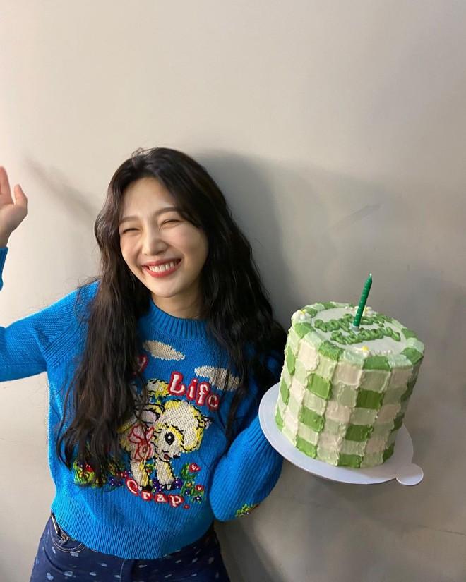 """Mix & Phối - Chiếc áo len dù đơn giản đến mấy cũng hóa mới mẻ và trendy khi """"vào tay"""" các sao nữ xứ Hàn - chanvaydep.net 10"""