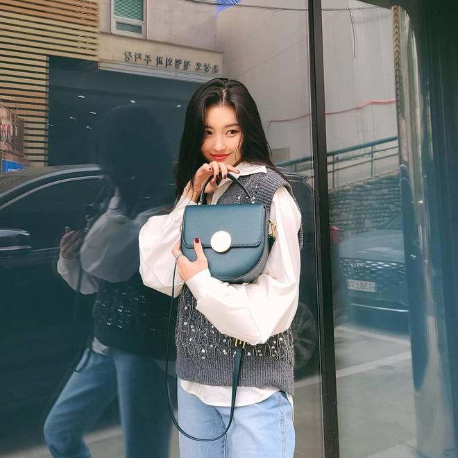 """Mix & Phối - Chiếc áo len dù đơn giản đến mấy cũng hóa mới mẻ và trendy khi """"vào tay"""" các sao nữ xứ Hàn - chanvaydep.net 7"""