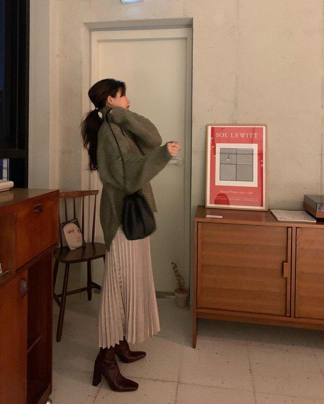 Học gái Hàn cách mix đồ đẹp đỉnh với áo len cổ lọ, lạnh đến mấy cũng sẽ thấy ấm mà vẫn thật trendy - Ảnh 3.
