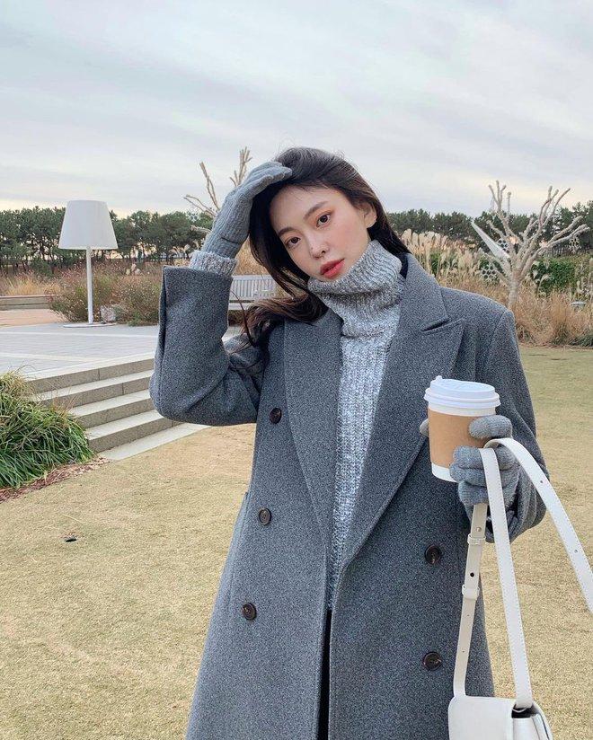 Học gái Hàn cách mix đồ đẹp đỉnh với áo len cổ lọ, lạnh đến mấy cũng sẽ thấy ấm mà vẫn thật trendy - Ảnh 5.