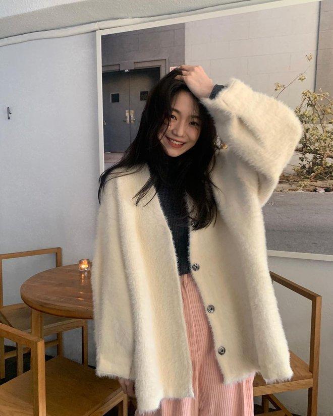 Học gái Hàn cách mix đồ đẹp đỉnh với áo len cổ lọ, lạnh đến mấy cũng sẽ thấy ấm mà vẫn thật trendy - Ảnh 4.