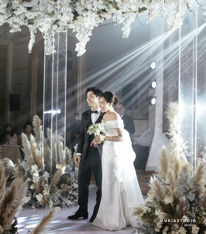 Soi 2 đám cưới Công Phượng và Bùi Tiến Dũng: Tổ chức tận 3 nơi, dàn khách mời khủng và những chi tiết đặc biệt - ảnh 25
