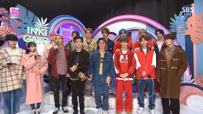 Vnet bàng hoàng trước hậu trường siêu giả trân của Inkigayo, tranh thủ cà khịa: Mấy nhóm đông dân chắc ngồi lên đầu nhau quá! - ảnh 7