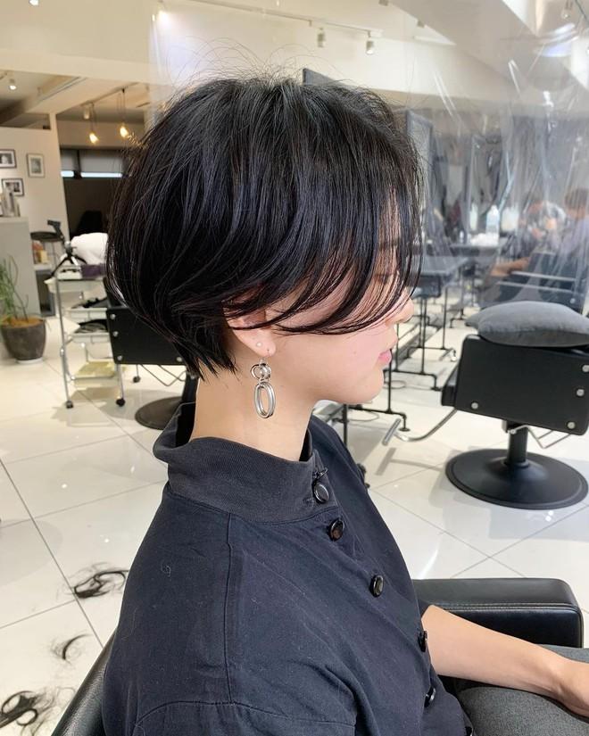 """""""Nhích"""" thử 4 kiểu tóc ngắn trendy của 2021 mới thấy sáng suốt biết bao, mặt vừa trẻ ra, vừa gọn gàng - Ảnh 4."""