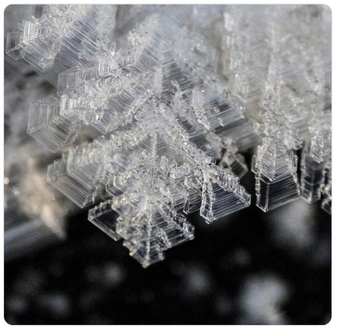 Loạt hình ảnh trong mùa đông khắc nghiệt, băng tuyết trắng xoá ở nước Nga chỉ nhìn thôi cũng đủ thấy rét run cầm cập - Ảnh 13.
