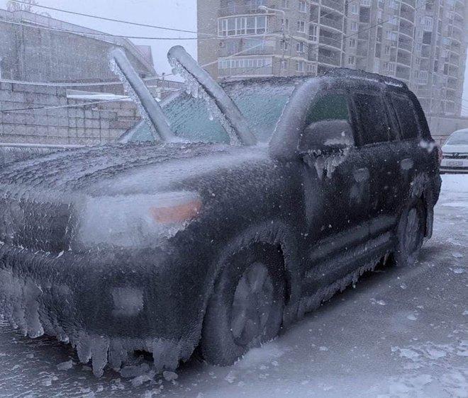 Loạt hình ảnh trong mùa đông khắc nghiệt, băng tuyết trắng xoá ở nước Nga chỉ nhìn thôi cũng đủ thấy rét run cầm cập - Ảnh 11.