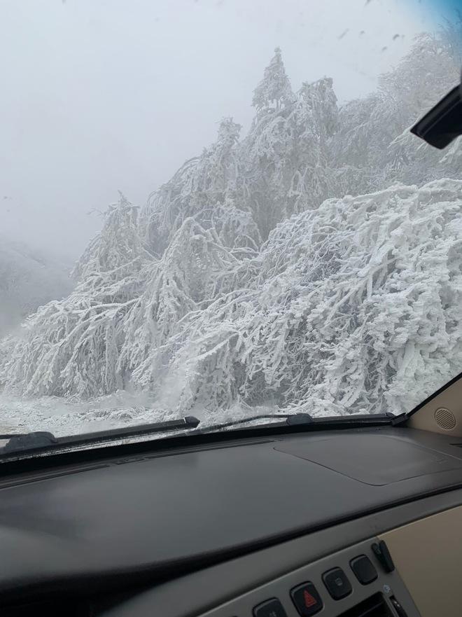 Loạt hình ảnh trong mùa đông khắc nghiệt, băng tuyết trắng xoá ở nước Nga chỉ nhìn thôi cũng đủ thấy rét run cầm cập - Ảnh 6.