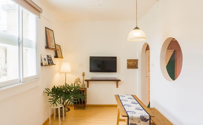 Designer trổ tài thiết kế căn hộ 20m2 đẹp như homestay, ăn tiền nhất là gác mái bao trọn cảnh thành phố - Ảnh 5.