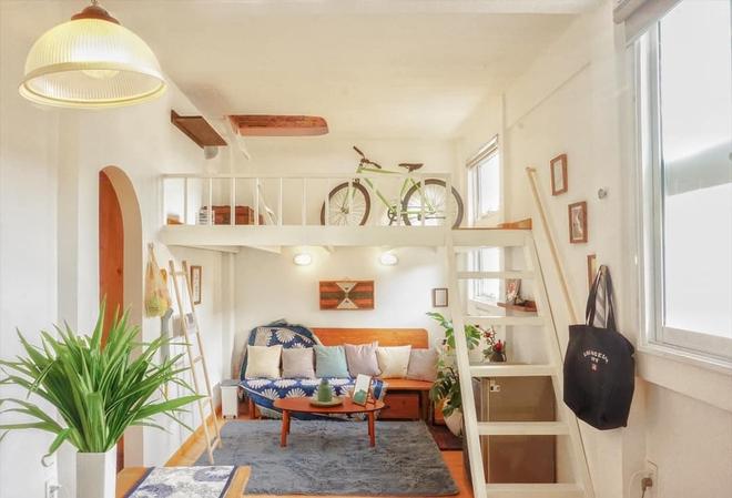 Designer trổ tài thiết kế căn hộ 20m2 đẹp như homestay, ăn tiền nhất là gác mái bao trọn cảnh thành phố - Ảnh 2.