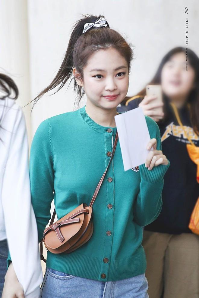 4 trend tóc được Jennie lăng xê: Fan mê đã đành, đến hội sao Việt cũng đu theo mải miết - Ảnh 3.