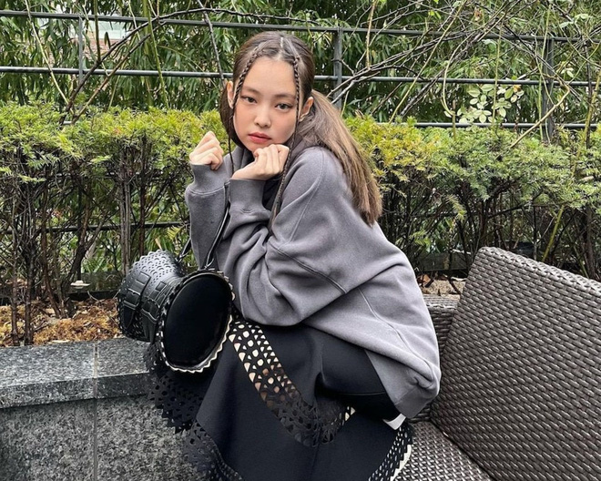 4 trend tóc được Jennie lăng xê: Fan mê đã đành, đến hội sao Việt cũng đu theo mải miết - Ảnh 7.