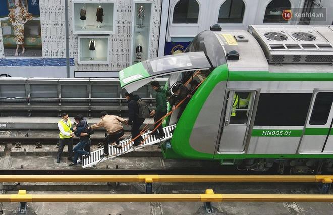 Ảnh: Diễn tập giả định cháy trên tàu và nhà ga tại dự án Cát Linh - Hà Đông - ảnh 2