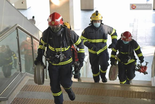Ảnh: Diễn tập giả định cháy trên tàu và nhà ga tại dự án Cát Linh - Hà Đông - ảnh 13