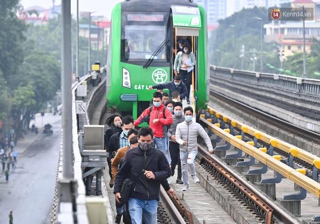 Ảnh: Diễn tập giả định cháy trên tàu và nhà ga tại dự án Cát Linh - Hà Đông - ảnh 4