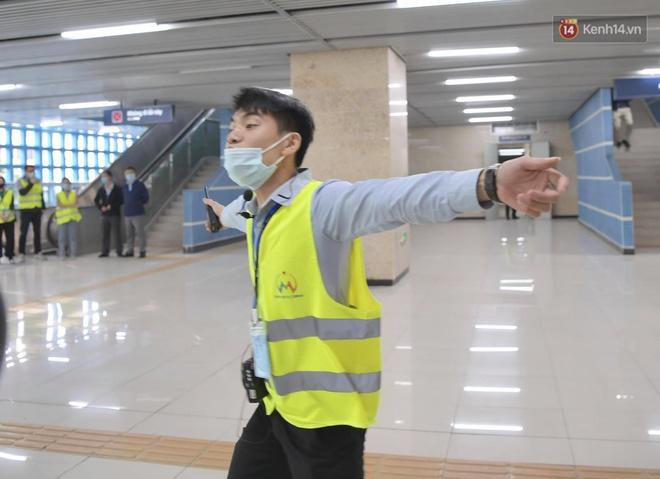 Ảnh: Diễn tập giả định cháy trên tàu và nhà ga tại dự án Cát Linh - Hà Đông - ảnh 10