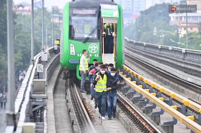 Ảnh: Diễn tập giả định cháy trên tàu và nhà ga tại dự án Cát Linh - Hà Đông - ảnh 3
