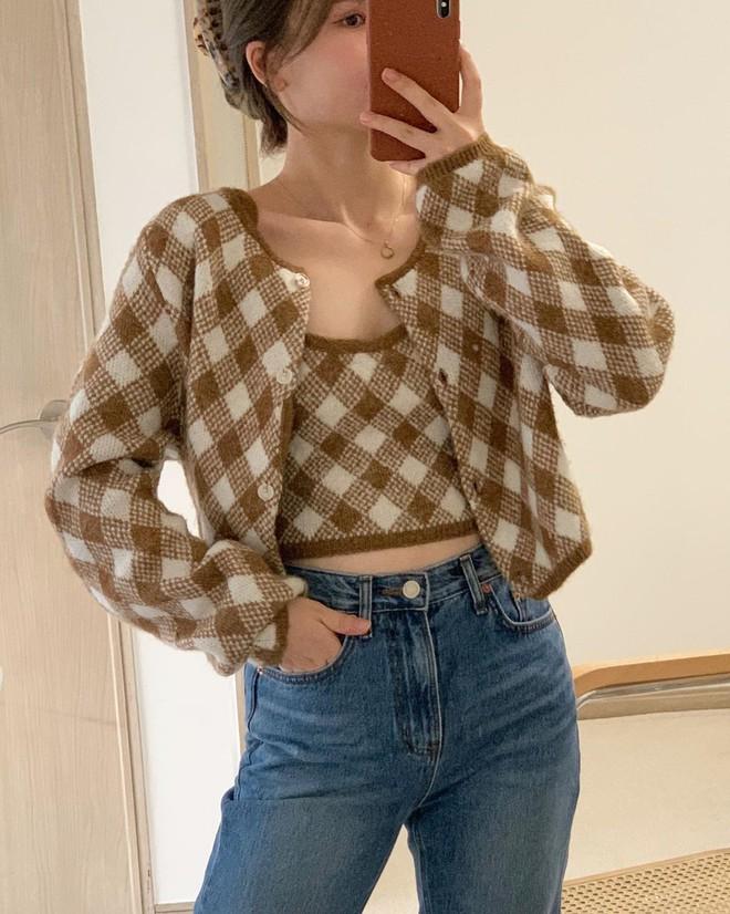 """4 chiêu mix đồ với áo len crop top mà gái Hàn """"quẩy"""" thường xuyên, bạn nên ghim để lên đồ cho xịn - ảnh 13"""