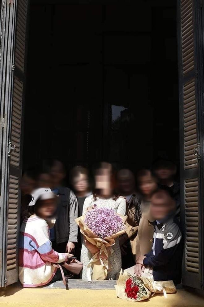 Nữ sinh mất 600K nhận ảnh kỷ yếu như poster phim kinh dị, phản ánh với nháy còn bị mắng xối xả - ảnh 2