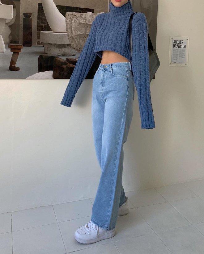 """4 chiêu mix đồ với áo len crop top mà gái Hàn """"quẩy"""" thường xuyên, bạn nên ghim để lên đồ cho xịn - ảnh 2"""