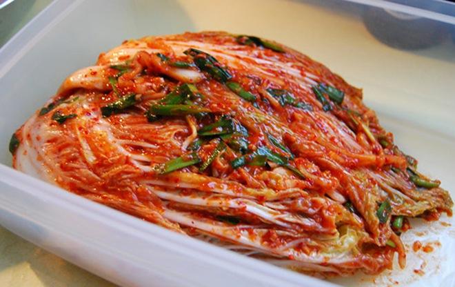 Hwasa (MAMAMOO) không ăn được kim chi gây tranh cãi: người Hàn mà không ăn được món này ư? - Ảnh 2.