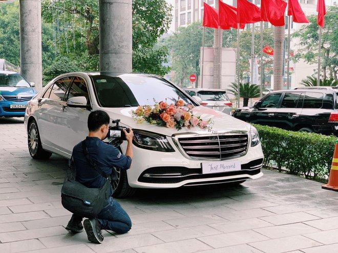 Cận cảnh siêu xe rước dâu 7,4 tỷ của Công Phượng: Làm đám cưới lần thứ 3 rồi mà vẫn hoành tráng thế này đây! - ảnh 3