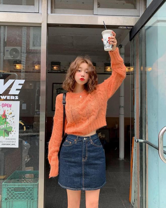 """4 chiêu mix đồ với áo len crop top mà gái Hàn """"quẩy"""" thường xuyên, bạn nên ghim để lên đồ cho xịn - ảnh 8"""
