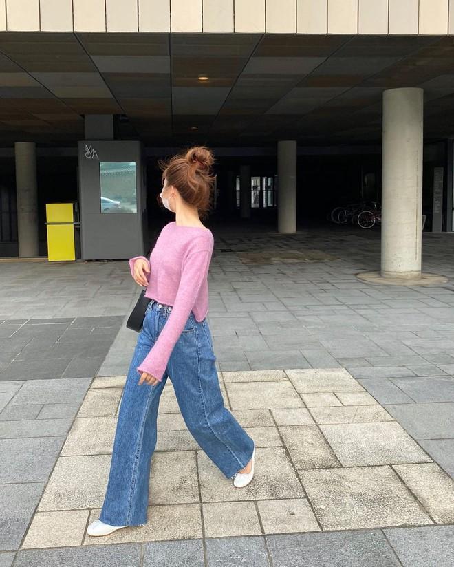 """4 chiêu mix đồ với áo len crop top mà gái Hàn """"quẩy"""" thường xuyên, bạn nên ghim để lên đồ cho xịn - ảnh 1"""