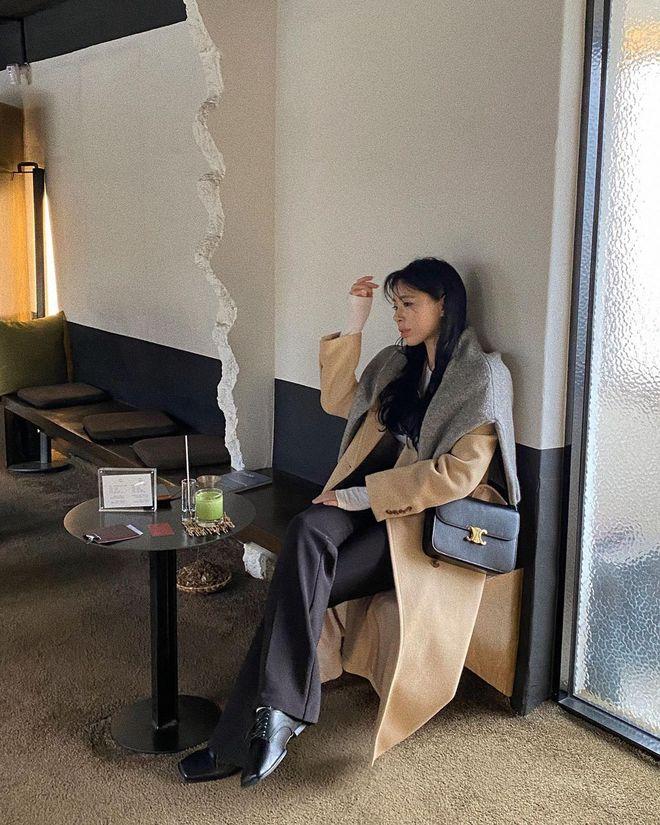 Trời rét đậm là chị em phải ôn lại ngay 4 cách diện áo khoác dạ siêu ấm mà sang chảnh, thanh lịch có thừa của gái Hàn - Ảnh 1.