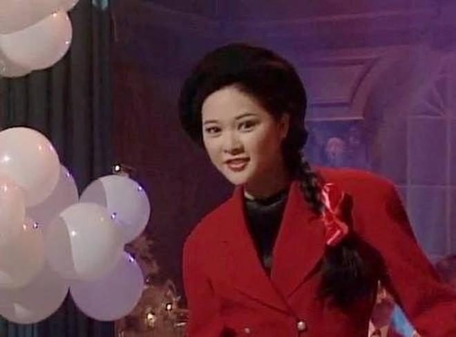 """Chuyện của Quỳnh Nga và những chiếc mũ nồi: Trưng diện bất chấp nắng mưa, """"Emily ở Paris"""" làm sao có cửa? - Ảnh 8."""