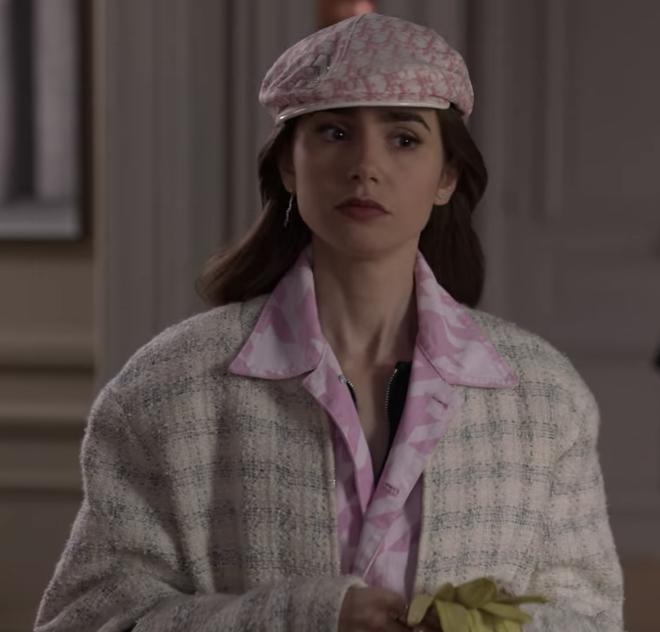 """Chuyện của Quỳnh Nga và những chiếc mũ nồi: Trưng diện bất chấp nắng mưa, """"Emily ở Paris"""" làm sao có cửa? - Ảnh 5."""