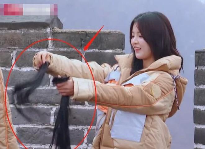 Đằng sau mái tóc tưởng long lanh của mỹ nhân Cbiz là 3 sự thật khiến ai cũng ngã ngửa - ảnh 11