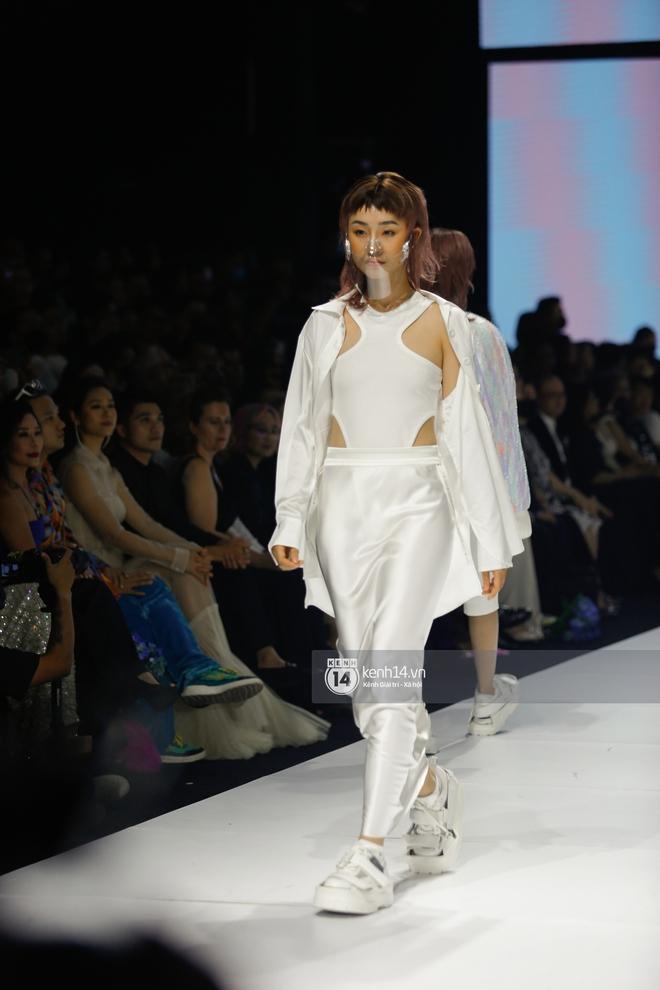 Trọn vẹn BST mới nhất của NTK Công Trí tại AVIFW 2020: Màn giao thoa đỉnh cao giữa High Fashion và Street Fashion - ảnh 6