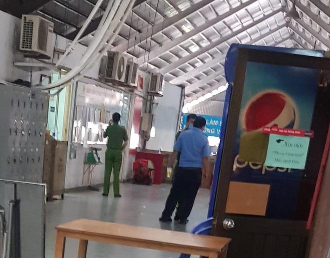 Người đàn ông dùng dao đâm chết nữ trưởng ban quản lý chợ Kim Biên ở Sài Gòn - Ảnh 1.