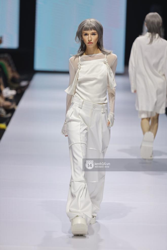 Trọn vẹn BST mới nhất của NTK Công Trí tại AVIFW 2020: Màn giao thoa đỉnh cao giữa High Fashion và Street Fashion - ảnh 15