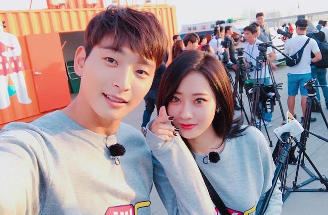 6 nữ idol hoa đã có chủ vẫn đầy bạn khác giới: Hyuna ôm cả bạn và bồ, Hyeri bị ném đá vì thân mật với Park Bo Gum bên bạn trai - Ảnh 19.