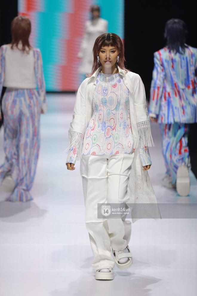 Trọn vẹn BST mới nhất của NTK Công Trí tại AVIFW 2020: Màn giao thoa đỉnh cao giữa High Fashion và Street Fashion - ảnh 5