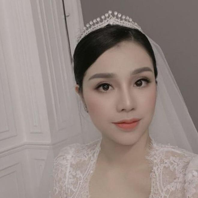 So ảnh cưới của bà xã Tư Dũng khi tự đăng và được tag, liệu có khác nhau không nhỉ? - ảnh 3