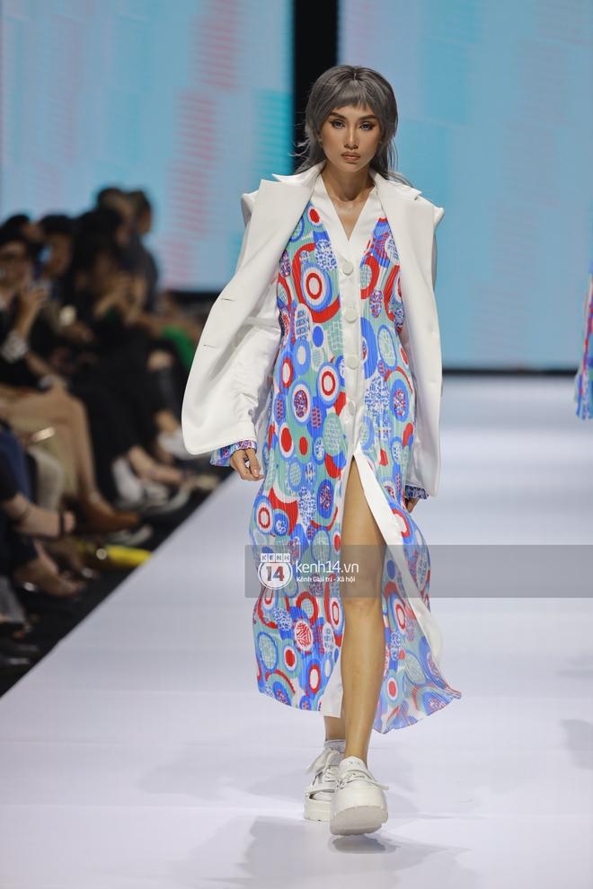 Trọn vẹn BST mới nhất của NTK Công Trí tại AVIFW 2020: Màn giao thoa đỉnh cao giữa High Fashion và Street Fashion - ảnh 2