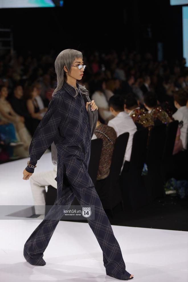 Trọn vẹn BST mới nhất của NTK Công Trí tại AVIFW 2020: Màn giao thoa đỉnh cao giữa High Fashion và Street Fashion - ảnh 25