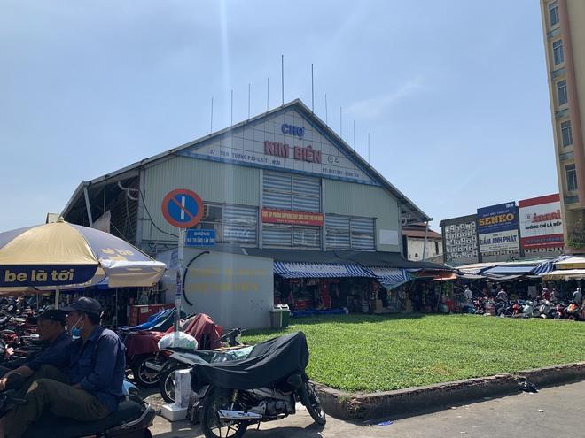 Người đàn ông dùng dao đâm chết nữ trưởng ban quản lý chợ Kim Biên ở Sài Gòn - Ảnh 2.