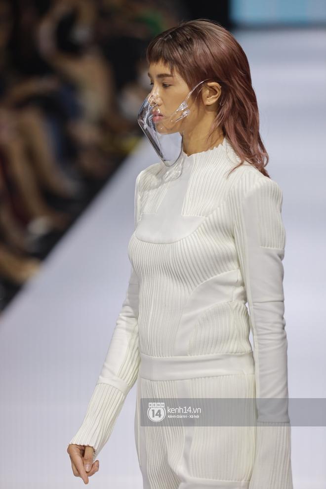 Trọn vẹn BST mới nhất của NTK Công Trí tại AVIFW 2020: Màn giao thoa đỉnh cao giữa High Fashion và Street Fashion - ảnh 17