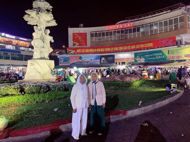 """bo anh du lich cua 2 cu ba gay sot vi qua giong tinh huong: khi ban va dua ban than ru nhau """"hom nao"""" di da lat va cai ket - anh 9"""