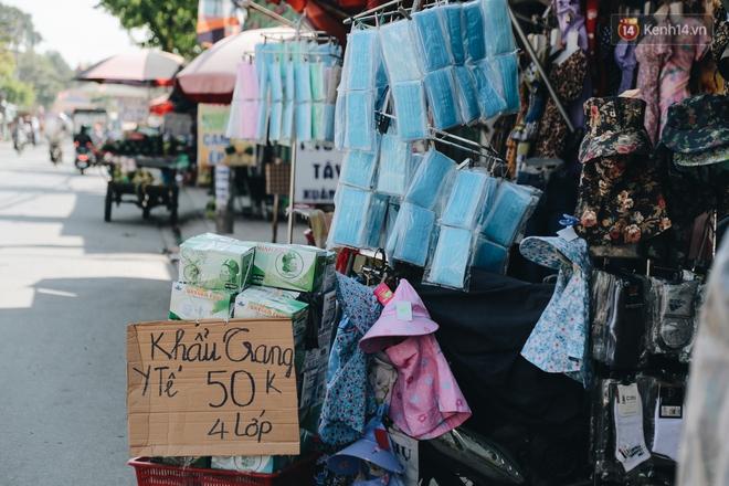 Cuộc sống bình thường mới ở Sài Gòn giữa dịch Covid-19: Tự giác ngồi giãn cách, đeo khẩu trang và sát khuẩn tay - ảnh 3