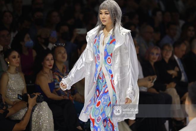 Trọn vẹn BST mới nhất của NTK Công Trí tại AVIFW 2020: Màn giao thoa đỉnh cao giữa High Fashion và Street Fashion - ảnh 4