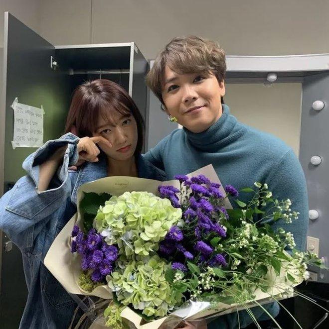 6 nữ idol hoa đã có chủ vẫn đầy bạn khác giới: Hyuna ôm cả bạn và bồ, Hyeri bị ném đá vì thân mật với Park Bo Gum bên bạn trai - Ảnh 11.