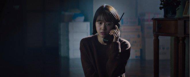 The Call so với bản năm 2011: Ác nữ bản gốc không thèm lộ diện, thay đổi đáng sợ nhất chính là twist khủng cuối phim - ảnh 17